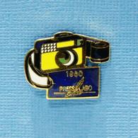 1 PIN'S //  ** APPAREIL PHOTO 1960 / PRESS LABO SERVICE ** . (Press Labo Service) - Photography