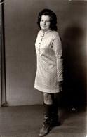 Photo Studio Originale Jeune Femme Aux Bottes à Lacets & Jolis Genoux Vers 1960/70 - Pin-ups