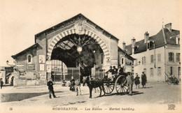 41. CPA. ROMORANTIN - Les Halles - Panneaux De Pubs - Attelage - - Piazze Di Mercato