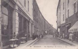 BESSEGES  Rue République (Le Travers)  Animée - Bessèges