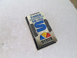 PIN'S   KONICA  SVHS - Photography