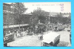 198 PARIS LES HALLES LE MATIN - Piazze Di Mercato
