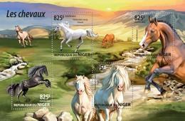 NIGER 2015 SHEET HORSES CABALLOS CHEVAUX CAVALOS PFERDEN CAVALLI Nig15209a - Niger (1960-...)