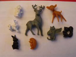 8 Figurines Personnages Fim Disney Bambi. Offerts Par La Roche Aux Fées. Vers 1960-70 - Disney