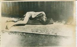14577 -Un Déporté Git épuisé  MAUTHAUSEN CAMP DE LA MORT  DE CONCENTRATION EXTERMINATION SHOAH  JEWISH GUERRE 39/45 - War 1939-45