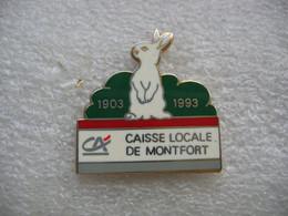 Pin's Banque Du Crédit Agricole, Caisse Locale De MONTFORT 1903-1993. Lapin Blanc - Banks