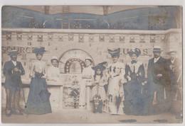 Carte Photo Vichy (03) Les Curistes S'abreuvant à La Source Lucas Les Belles Toilettes Sont De Mise - Plaatsen