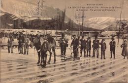 Hautes Alpes, La Roche Des Arnauds, Recolte De La Glace   (bon Etat) - Sonstige Gemeinden