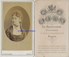 En 1878-CDV Joli Portrait De Femme En Médaillon- Camée Par Charles Reutlinger- Paris-bel état - Antiche (ante 1900)