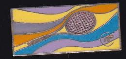 67867- Pin's.Tennis.signé Démons Et Merveilles. - Tennis