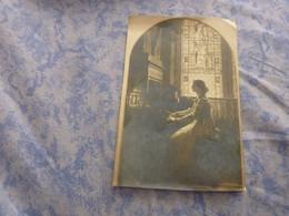 PHOTO ORIGINALE ORGUE UNE ORGANISTE JOUANT  CHAPELLE EGLISE  ANNEE CIRCA 1900 - Mestieri