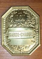 Superbe Insigne Plaque De Garde-Chasse En Laiton Doré - Other