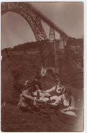CARTE PHOTO : VIADUC FERROVIAIRE DE GARABIT - RUYNES EN MARGERIDE & VAL D' ARCOMIE ( 15 ) - PIQUE NIQUE - 2 SCANS - - Altri Comuni