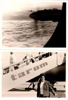 2 Photos Originales Femme à La Descente D'un Vol Tarom & Le Réacteur De L'Avion En Vol En 1970 - Aviation
