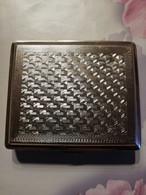 Etui à Cigarettes (9,4X8,5) En Métal  Venlee Aluminium Factory Shanghaï China - Cigar Cases