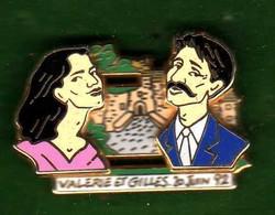 Pin's Roland Garros 92 Mariage  Valérie Et Gilles Zamac à Systême  Arthus Bertrand - Arthus Bertrand