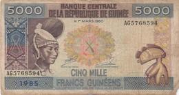 Guinée : 5000 Francs 1985 (mauvais état) Petit Défaut Au Coin Bas-droite - Guinea