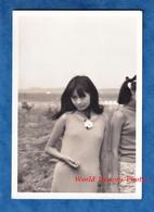 Photo Ancienne Snapshot - JAPON - Beau Portrait D'une Jeune Femme Japonaise - Fille Timide Asian Asia Teen Robe Mode - Pin-up
