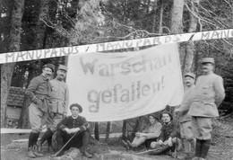 "1915 ? PHOTO / OFFICIERS FRANCAIS / BANDEROLE ALLEMANDE ""VARSOVIE EST TOMBEE""/ 1er RAM ARTILLERIE DE MONTAGNE ? WARSCHAU - Oorlog, Militair"