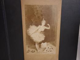 Grande Ancienne Cdv 17/11 Cm Environ.vers 1870 Représentant Une Peinture D Une Danseuse Classique - Alte (vor 1900)