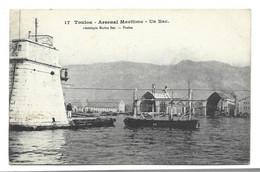 83 TOULON Arsenal Maritime Un Bac - Toulon