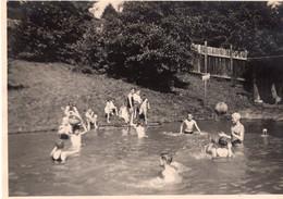 Am Badesee 1930 - Pin-up