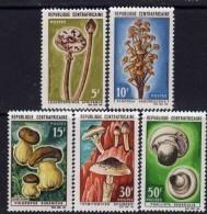 Centrafricaine N °  83 / 87 XX : Champignons La Série Des 5 Valeurs Sans  Charnière, TB - Centrafricaine (République)