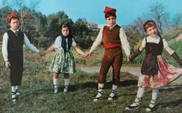 CATALUNYA TIPICA Espagne Catalogne ENFANTS Folklore Costume Traditionnel Klederdracht Traditional - Scènes & Paysages