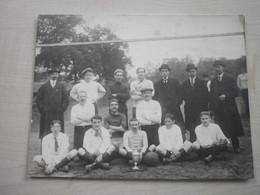 Photo Ancienne REMISE TROMPHEE SPORT BALLON - Sport