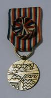 Médaille Du Travail PTT - H 8 Cm - L 3 Cm - Neuve - Autres