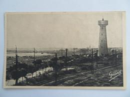 C. P. A. : 33 LE VERDON Près Soulac Sur Mer :Vue Sur Le Château D'eau, Au Fond Le Clocher Du Verdon - Sonstige Gemeinden