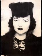 """Photo Originale Portrait De Jolie Pin-Up Au Chapeau Toque De Fourrure En 1948 """" With Love From Mommy """" - Pin-up"""