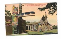 VICTORIA, British Columbia, Canada, Thunderbird Park, Indian Houses And Totem Poles, Old Linen Postcard - Victoria