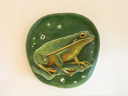 Green Tree Frog Hand Painted On A Smooth Beach Stone Paperweight Decoration - Fermacarte