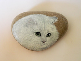 White Chinchilla Persian Cat Hand Painted On A Spanish Beach Rock Paperweight Decoration - Fermacarte