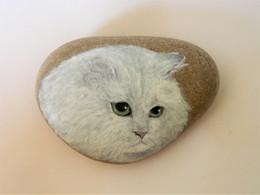 White Chinchilla Persian Cat Hand Painted On A Spanish Beach Rock Paperweight Decoration - Briefbeschwerer