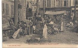 AMIENS . UN COIN DU MARCHE A REDERIES ( Brocantes) CARTETRES ANIMEE ECRITE AU VERSO . 4 POINTS DE COLLE 2 SCANES - Amiens