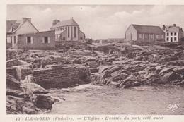 (29) ILE DE SEIN . L' Eglise. L'entrée Du Port , Côté Ouest - Ile De Sein