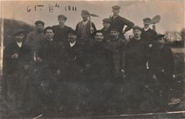 Rare Carte Photo  Ouvriers  De La  61 ème Brigade Travaillant Sur Voie De Chemin De Fer - Photographs