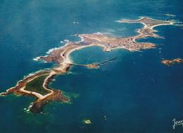 Cpm 10x15.  (17) ILE DE SEIN Au Large De La Pointe Du Raz . Vue Générale (Aérienne ) - Ile De Sein