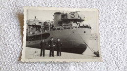 Foto Matrosen Offizier Am Pier Kriegsschiff Marine 2 WK Militär - 1939-45