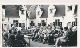 GENT FOTO 18 X 13 CM -  MUSEUM VOLKSKUNDE  DE HEER WEZE VERWELKOMT DE PERSONALITEITEN  2 SCANS - Gent