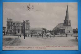Momignies 1910: Grand'Place, Hôtel De Ville Et église. Belle Animation - Momignies