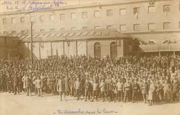 GOLZERN MULDE CAMP DE PRISONNIERS DE GUERRE CARTE PHOTO 1916 UN DIMANCHE DANS LA COUR - Weltkrieg 1914-18