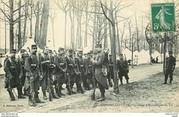 MILITARIA & CASERNES & CAMPS. Militaires En Revenant Du Tir à Maisons Laffitte 1911 - Casernas