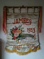 Etendard / Banière 1953 JAMBES ( Corso Fleuri ) En Soie Peinte Main.( Fleurs ,pont De Jambes / Namur ) 55 X 70cm Superbe - Carnival