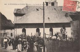 SAINT-ETIENNE-de-CUINES (Savoie) - La Sortie De La Messe. Edition Grimal, N° 98. Circulée. Bon état. - Other Municipalities