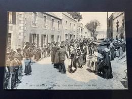 Berrien (Finistère) Une Noce Dansant - Châteaulin