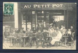 """CP ANCIENNE REF301020. CP Noir Et Blanc, VICHY 03, Le Rendez-vous Des Chauffeurs Au """"AU PETIT POT"""" - Zonder Classificatie"""