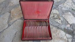1 Coffret De 12 Cuillères Et 12 Fourchettes Métal Argenté Orfevrerie Gustave Racine à Marseille (Bouches Du Rhone) - Spoons
